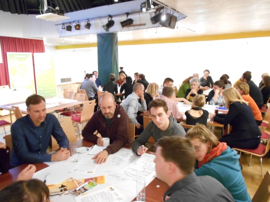 11CERT22oktober2015_13_EuropeanMigrationMovements_WorldCafeTische